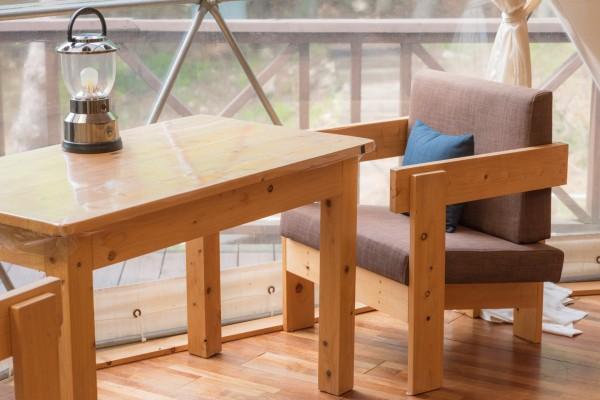 대둔산젠틀글램핑 내부에는 탁자 의자가 구비되어 있어 낮과 밤을 가리지않고,편히 앉아 대둔산의 풍경을 감상하실수있습니다.