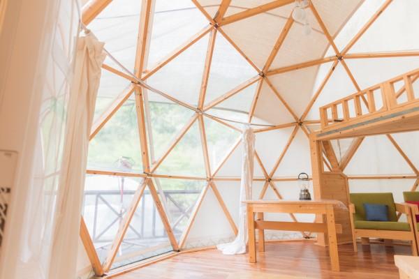 대둔산젠틀글램핑 내부엔 2층 침대, 탁자, 의자 기본적인 생활용품이 구비되어있습니다.